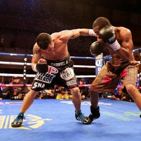 Russell stops Escandon to retain WBC featherweightbelt