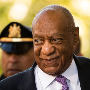 Cosby accompanied by wife for the first time at histrial