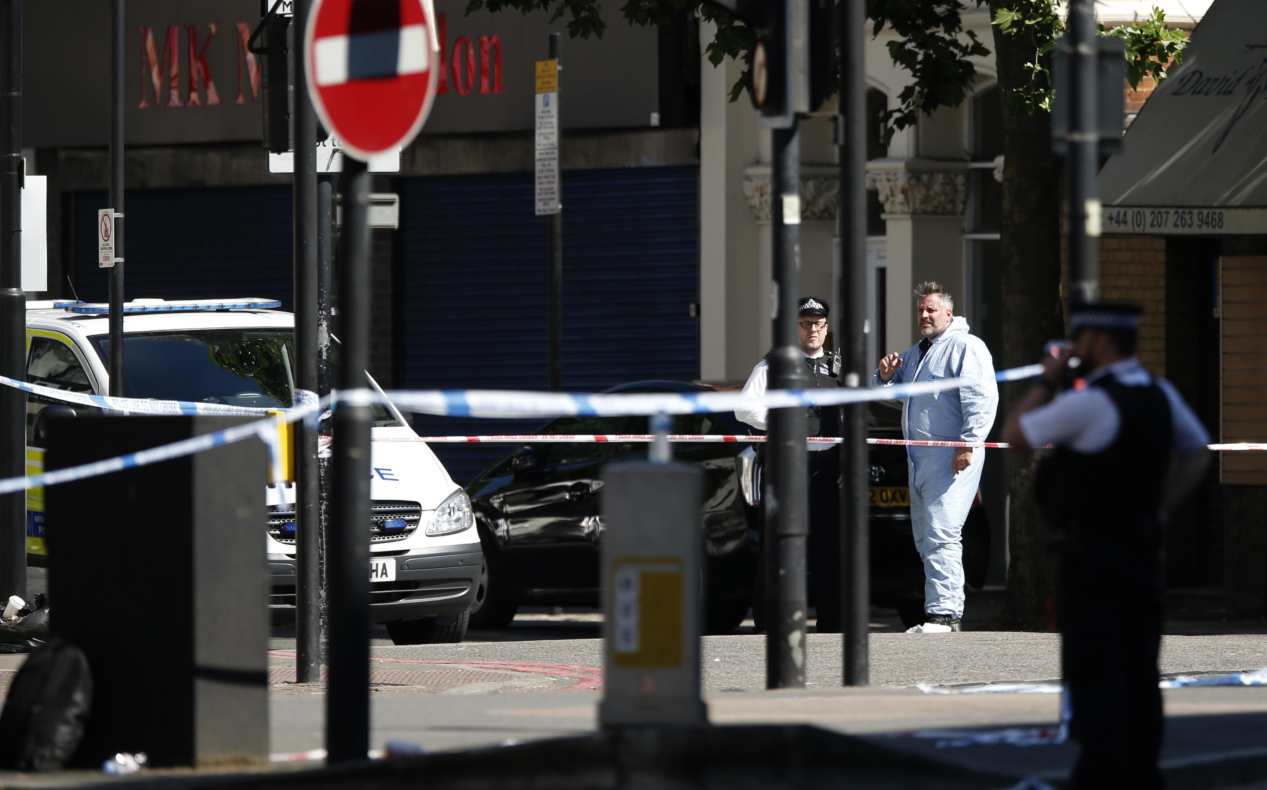 b8fe189a353178 A forensic officer attends the scene where a van struck pedestrians in Finsbury  Park