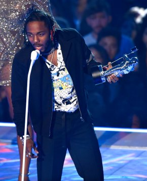 MTV VMAs full of emotional, political moments; Lamar wins 6
