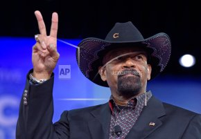 Milwaukee sheriff, Trump supporter Clarke resigns