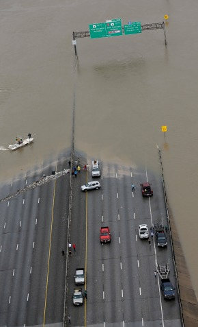 Harvey swamps evacuee shelter on Texas, Louisiana border