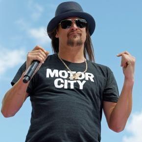 Kid Rock keeps up criticism of Kaepernick, others atconcert
