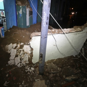 Mexico hit by one of biggest quakes ever, 15killed
