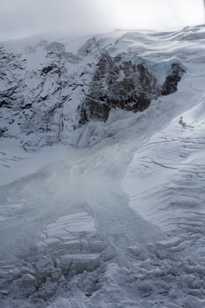 Front edge of unstable Swiss glacier shears off, no onehurt
