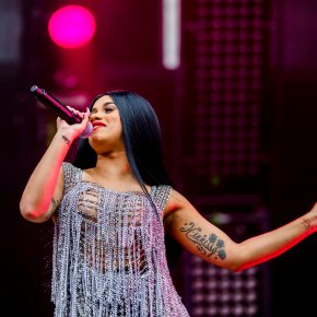 Cardi B. on meeting Beyonce, plans to release album in Oct.