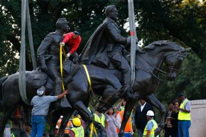 Crews remove statue of Gen. Robert E. Lee from Dallas park