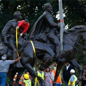 Crews remove statue of Gen. Robert E. Lee from Dallaspark