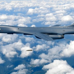 US flies powerful warplanes amid tensions with North Korea