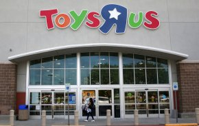 Toys R Us joins bankruptcy list as Amazon exerts influence
