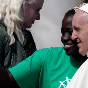 """""""Don't be afraid!"""" Pope starts campaign to promotemigrants"""