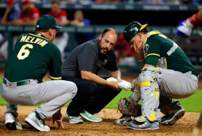 Healy, Manaea lead A's past slumping Rangers 4-1
