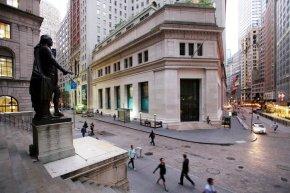 Financials, tech companies lead US stocks slightlyhigher