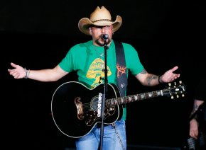Country star Jason Aldean resumes tour after Vegasshooting