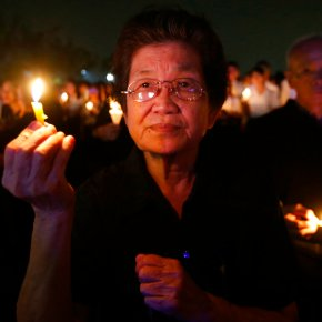 Thais mark 1 year since king's death with prayers,ceremony