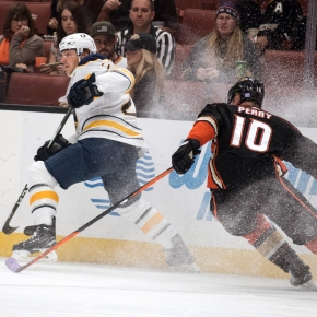 Johnson makes 25 saves, Sabres beat Ducks 3-1