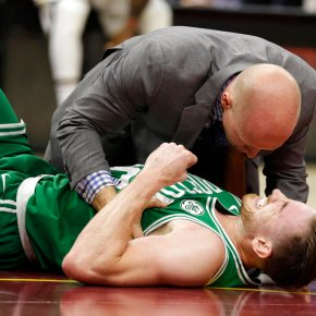 Hayward suffers gruesome injury, Celtics lose opener 102-99