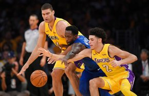 Deflated Ball: Blake gets 29 in Clips' 108-92 rout ofLakers