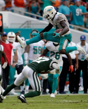 Moore leads Dolphins to 31-28 comeback win over Jets