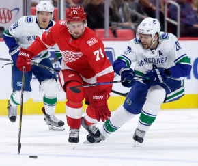 Big second period lifts Canucks to 4-1 win over Detroit
