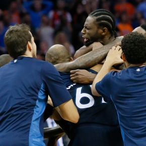 Wiggins' heave banks in, leads Timberwolves past Thunder