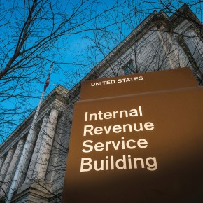 US agrees to pay tea party groups in suits over IRS scrutiny