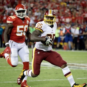 Redskins' Vernon Davis going strong and long downfield at 33