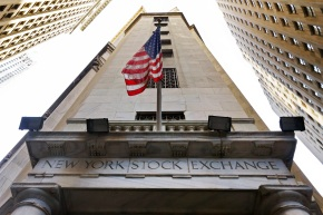 US stocks head lower as health care companiesplunge