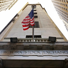 US stocks head lower as health care companies plunge