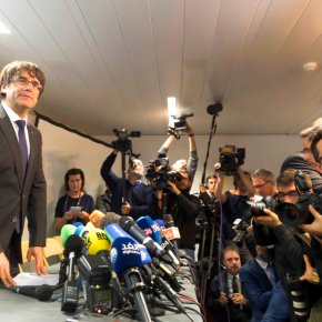 Spain issues arrest warrant for ousted Catalan leader,aides