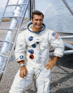 Apollo 12 astronaut Richard Gordon, who circled moon,dies