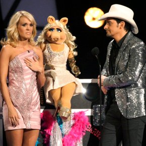 Carrie Underwood, Paisley celebrating a decade as CMA hosts