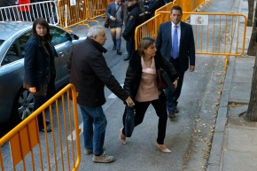 Judge jails, sets bail for top lawmaker in Cataloniaprobe