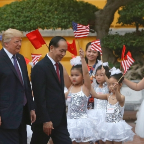 His Asia trip winding down, Trump meets withallies