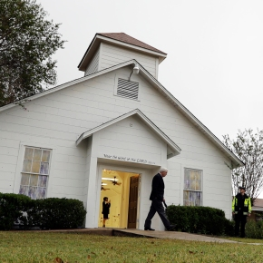 Texas town holds 1st Sunday service since churchattack