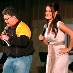 Franken apologizes to woman who says he kissed, gropedher