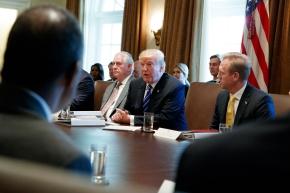 Trump promises Americans 'huge tax cut' forChristmas