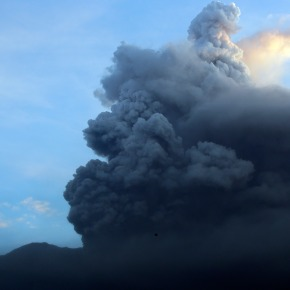 The Latest: Bali volcano alert raised, airport closes