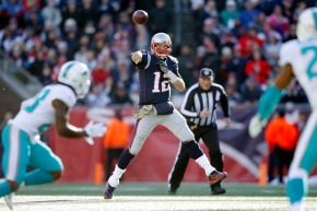Brady throws for 4 TDs, Patriots beat Dolphins 35-17