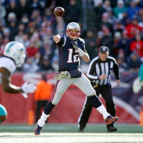 Brady throws for 4 TDs, Patriots beat Dolphins35-17