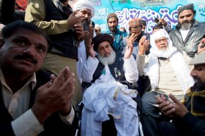 Pakistan law minister resigns, Islamists celebrate victory