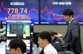 Asian stocks mostly higher following tech recovery, oil deal
